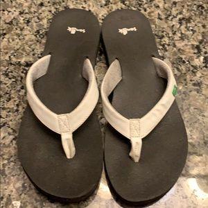 Sanuk White Flip Flops with Memory Foam Footbed